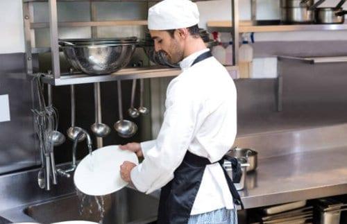 Trabajo de lavaloza en restaurantes