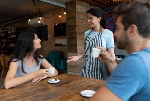 Cualidades de un mesonero - Restaurante de comida italiana