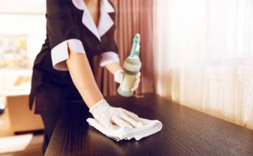 Oportunidades de empleo para una camarista de hotel