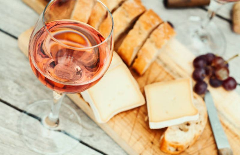 Descubre el vino rosado: ¿Qué es y por qué es rosado?