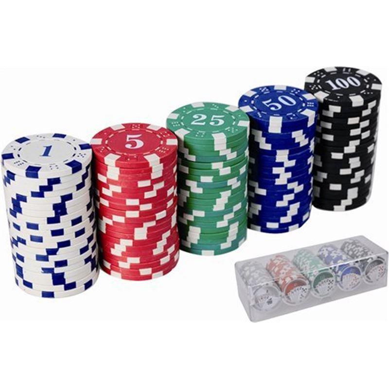 fichas de poker en un casico