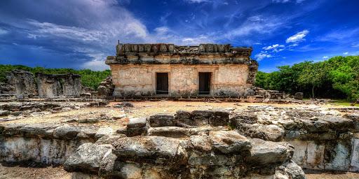 palacio chaak en las ruinas de san miguelito cancun