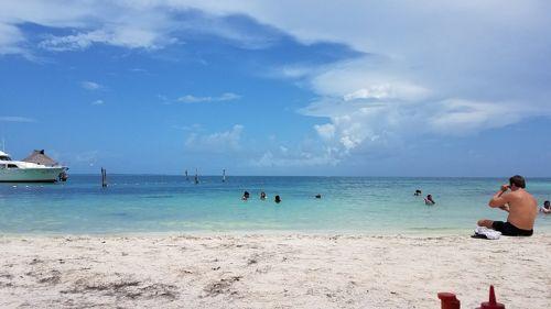 Una playa limpia y segura